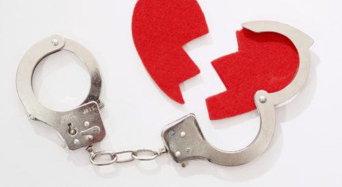 Lutte contre les violences conjugales : un bracelet anti-rapprochement mis en place