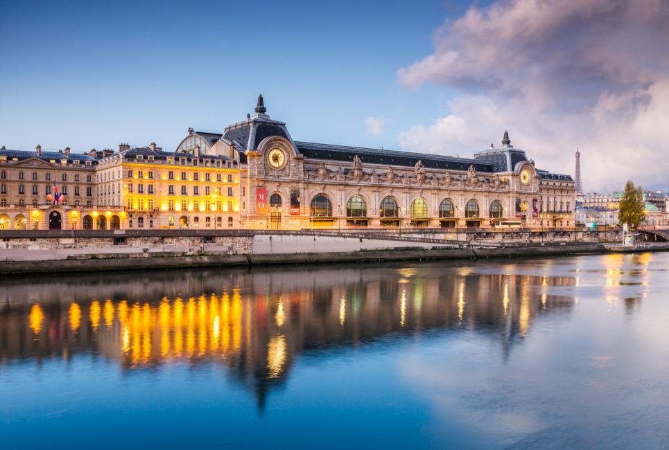 Paris : une jeune femme ne peut entrer au Musée d'Orsay à cause de son décolleté